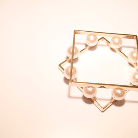 erinabanno - SQUARE PEARL BANGLE
