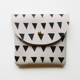 BlackbirdAndTheOwl - COIN PURSE // ivory leather with small black triangles