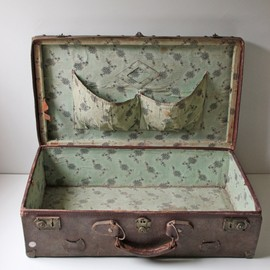 umla:(via Antique brown leather suitcase from 1900s)