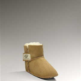 "UGG - ""ERIN BOOTIE"" Sheepskin boots for babies"