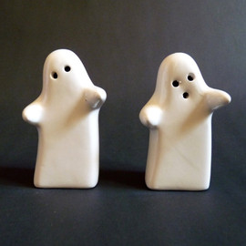 Fox & Thomas Vintage Wares - Spooky Ghost Ceramic Salt and Pepper Pots