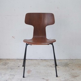 Arne Jacobsen - T Chair