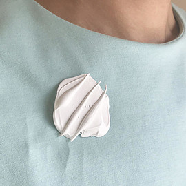Liquitex, Tuner, Amsterdam - brooch EX-L   WHITE squeezed out