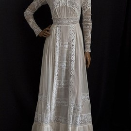 Chiffon tea dress embellished with lace, c.1910