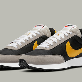 NIKE - Tailwind 79 - Black/College Grey/Sail/University Gold