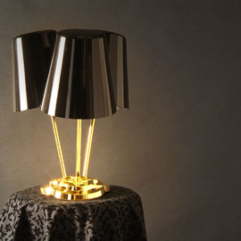 Mike Mak - Wobbling table lamp