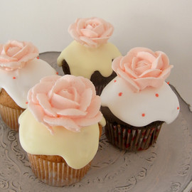 THUMB AND CAKES - Rose Cupcake