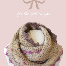 Luulla - Beige cowl chunky crochet with lace and bow ties