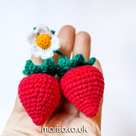 MariSoToys - BBeautiful strawberries with flower keychain, fruits, berries knitted keychain