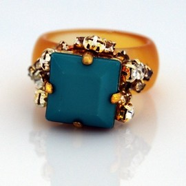 KomicJewelry - Square Crystals Ring