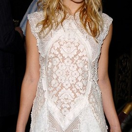 style icon - Ashley Fuller Olsen / white lace dress