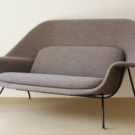 Knoll - Womb Sofa by Eero Saarinen