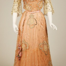 Ball Gown 1900 (Edwardian), French, Made of silk