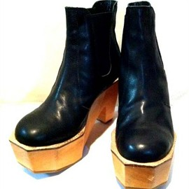 banal chic bizarre - wood sole boots