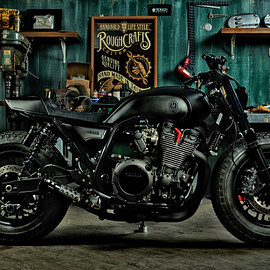 YAMAHA - Guerilla Four: a stealthy custom Yamaha XJR 1300 from Rough Crafts.