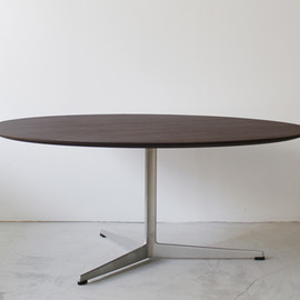 Fritz Hansen - Coffee Table by Arne Jacobsen