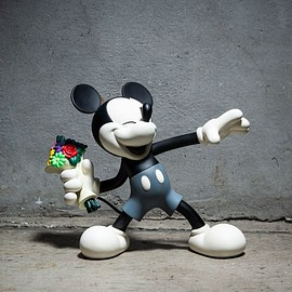 MEDICOM TOY - GB0320 / MT02 : VCD Throw Mickey B&W Ver.