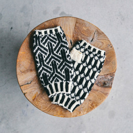 OMA for OEUVRE - WOOL MITTS - Black × Ivory