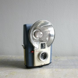 Vintage French Blue Brownie Starflash Camera