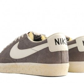 Nike - BLAZER LOW PRM VINTAGE SOFT GREY SAIL BLACK