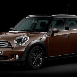 MINI - Cooper Crossover Valentine Road