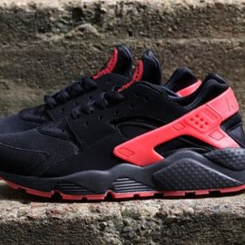 Nike - NIKE AIR HUARACHE BLACK/UNIVERSITY RED
