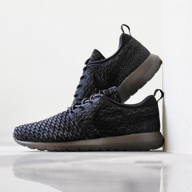 Nike - NIKE FLYKNIT ROSHE RUN BLACK/BLACK-MIDNIGHT FOG