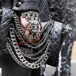 CHANEL - chain bag