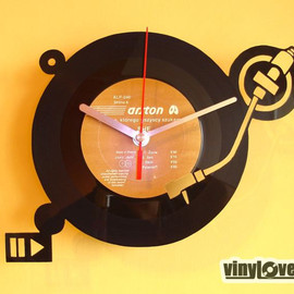 VinyLovers - Turntable DJ handmade wall clock from vinyl record