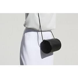 BUILDING BLOCK - Cylinder Sling Bag - Black