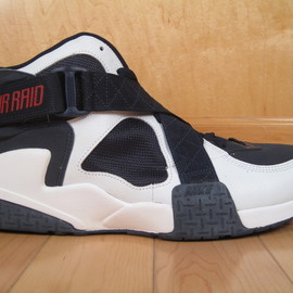 NIKE - Air Raid Retro - Battlegounds