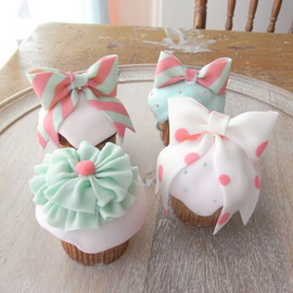 THUMB AND CAKES  - Ribbon Cupcake