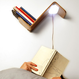 Reading light + Bookmark + Bookshelf =  Lili Lite