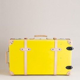"GLOBE-TROTTER - Centenary 30"" extra-deep suitcase with wheels"
