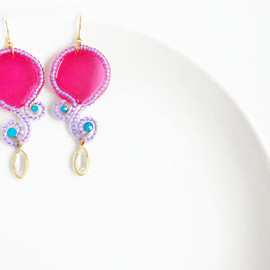 Ostara - Shell Curvy Dangle Earrings/Fuchsia Shell