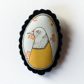 depeapa - Bird - color handcrafted and illustrated brooch felt