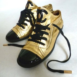 CHANEL - Sneakers Gold&Black Patent