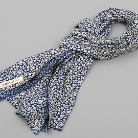 The Hill-Side - Selvedge White Flowers Discharge Print Large Scarf, Indigo / White