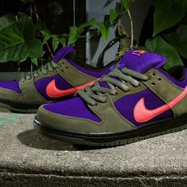 NIKE SB - NIKE SB DUNK LOW PRO OLIVE/ATOMIC RED-ELECTRIC PUPLE