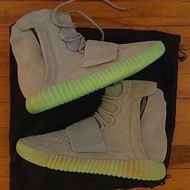 adidas - KANYE WEST × ADIDAS YEEZY 750 BOOST GLOW IN THE DARK