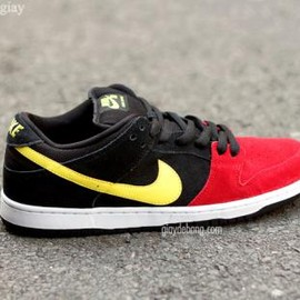 NIKE SB - NIKE SB DUNK LOW PRO RED/BLACK–YELLOW