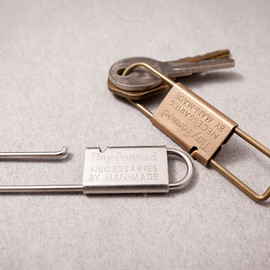 Tiny Formed - Tiny metal key shackle キーシャックル