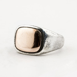 HENSON - SHAKUDO RECTANGLE SIGNET RING - OXIDISED SILVER