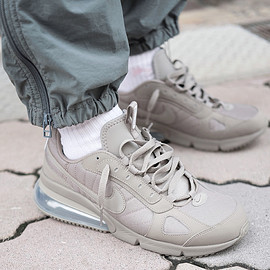 NIKE - AIR MAX 270 FUTURA (LIGHT TAUPE)