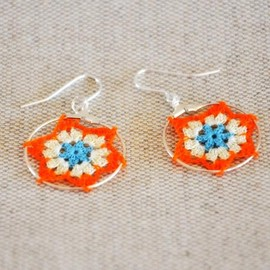 Luulla - Delicate Lacy Star Earrings - Orange and Blue
