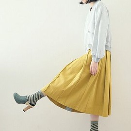 sneeuw - satin pleated skirt (mustard)