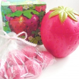 "AVON - 1970's AVON ""STRAWBERRY"" Fragranced  Mini Soaps & Decanter【箱付きDEAD-STOCK♡】"