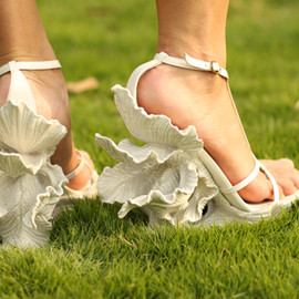 Leaf appliqué sandals