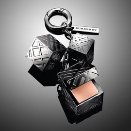 BURBERRY - The Burberry Lip Charm