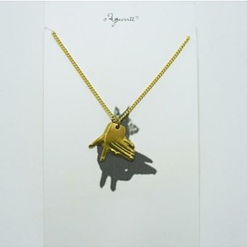 Aquvii - Hand Shadow Necklace